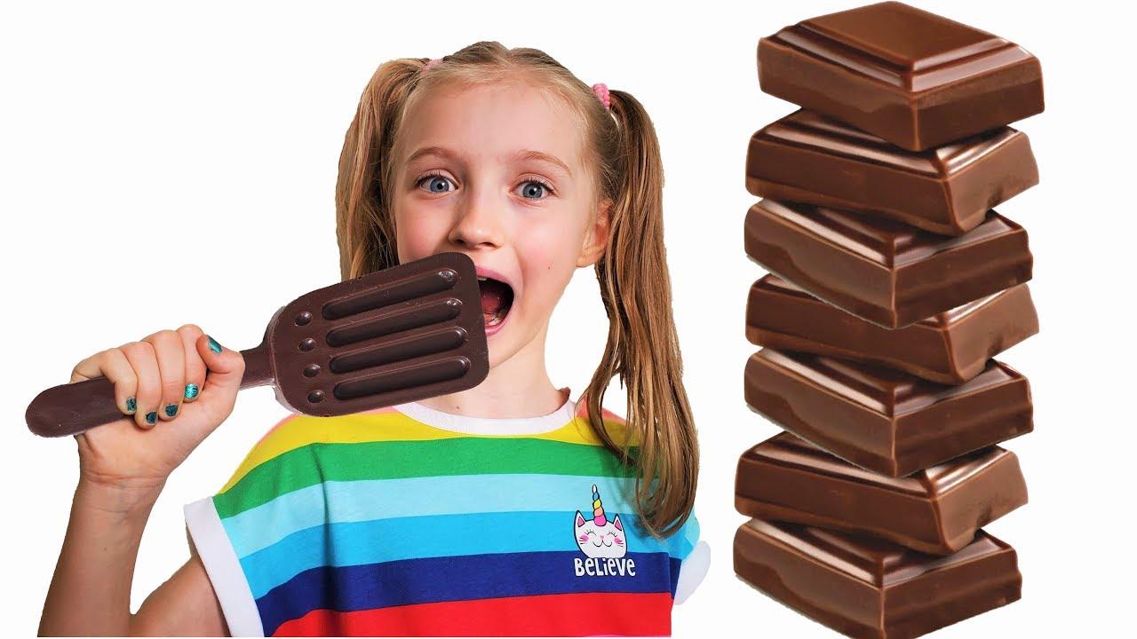 Шоколад и настоящее Полина играет с мамой