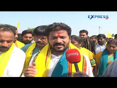 TDP MLA  Revanth Reddy taking part in padayatra in support of farmers || Khammam - Express TV