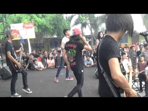 Sekumpulan Orang Gila - Malaysian Invasion Live SMAN 5 Medan
