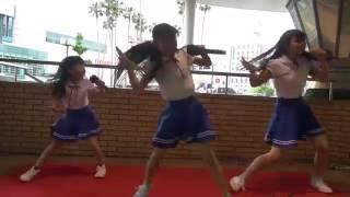 2016.05.03 アクターズ徳島校ライブにて。 こっちゃん、おさゆ、くぅくぅ。 原曲歌手: ℃-ute.