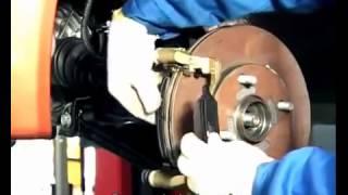 видео Замена передних тормозных колодок на автомобиле Chery Kimo – как заменить передние тормозные колодки Кимо