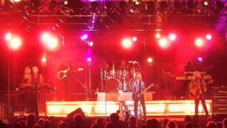 """Dennis DeYoung performs """"Fooling Yourself (The Angry Young Man)"""" in Mansfield, Ohio"""