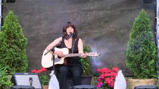 "Lindi performs ""Would You Lay With Me (In A Field of Stone)"""
