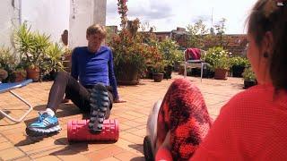 Finde dein Fitnessgerät: Anna und Achim testen die Tube Roll