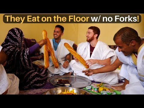 Eating on the Floor with NO FORKS!! (Mauritania)
