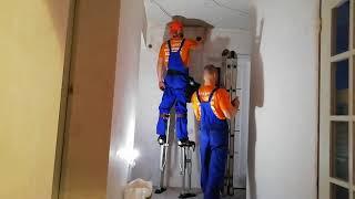 Парящий потолок классно подчёркивает фактуру ваших стен)