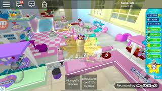 I play ROBLOX (Royale high school) Eda Yilmaz