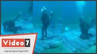 اليوم الثالث لأطول غطسة في العالم للغطاس صدام الكيلاني 73 ساعة يؤدى الصلاه تحت المياه بدهب