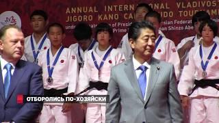 Путин и Синдзо Абэ на турнире по дзюдо
