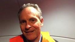 ICE-Toiletten-Entsorgungsexperte und Ingenieur: Carl Wagemann demonstriert am Zug