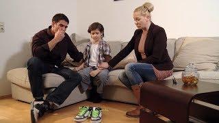 Unfall auf Rolltreppe: Junge verliert beide Schnürsenkel