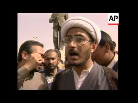 Protestors attack statue of Baath Party founder