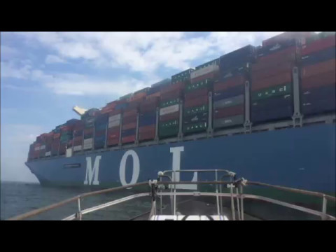 The biggest ship to dock in the UK berths in Southampton (timelapse)