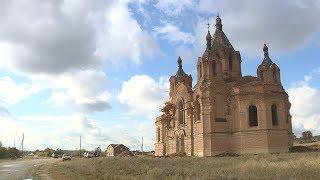 видео Завершается реставрация церкви Богоявления в Палтоге. Накануне состоялось освящение купольных крестов