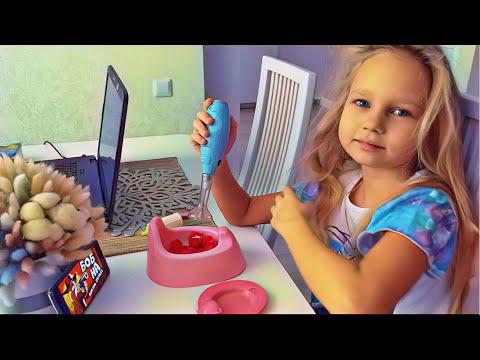 Алиса готовит ЕДУ для своей ИГРУШКИ 🧸 Alice play with toys