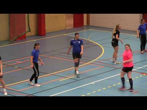 Flickor 04/05 möter det gamla damlaget på Moliden i Karlsborg