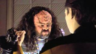 Data and a Klingon funny scene thumbnail