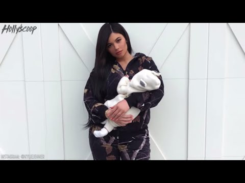Kylie Jenner Quickly DELETES Tweet Revealing Her Pregnancy Weight Gain, Internet Goes CRAZY!