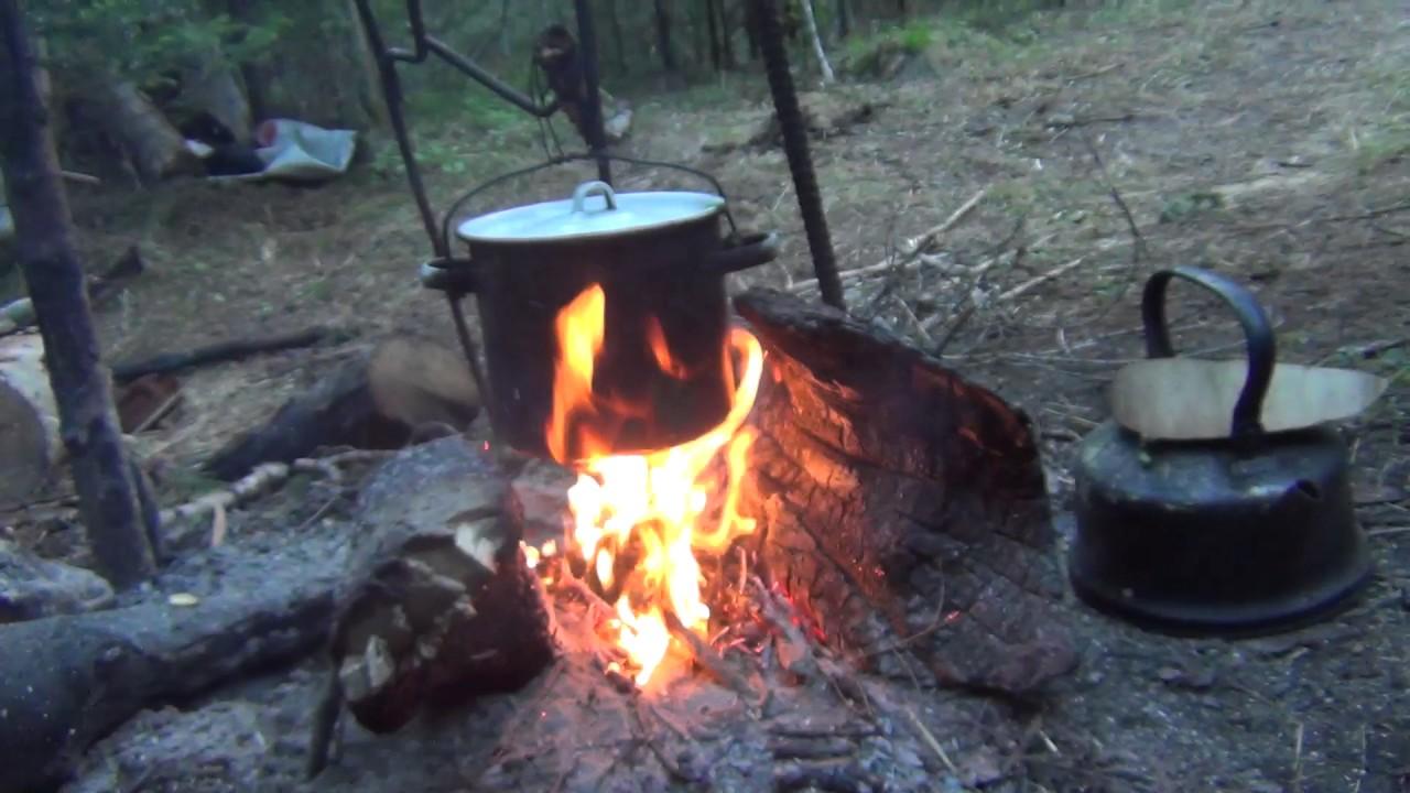 Уха на костре готовим в лесу уха рецепт ухи Рыбалка охота в поход выживание в лесу тайга природа лес