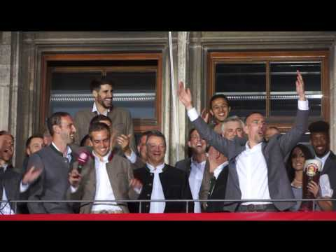 FC Bayern München Meisterfeier 2017 - Ancelotti , Alonso, Ribéry & Philipp Lahm am 20.07.2017