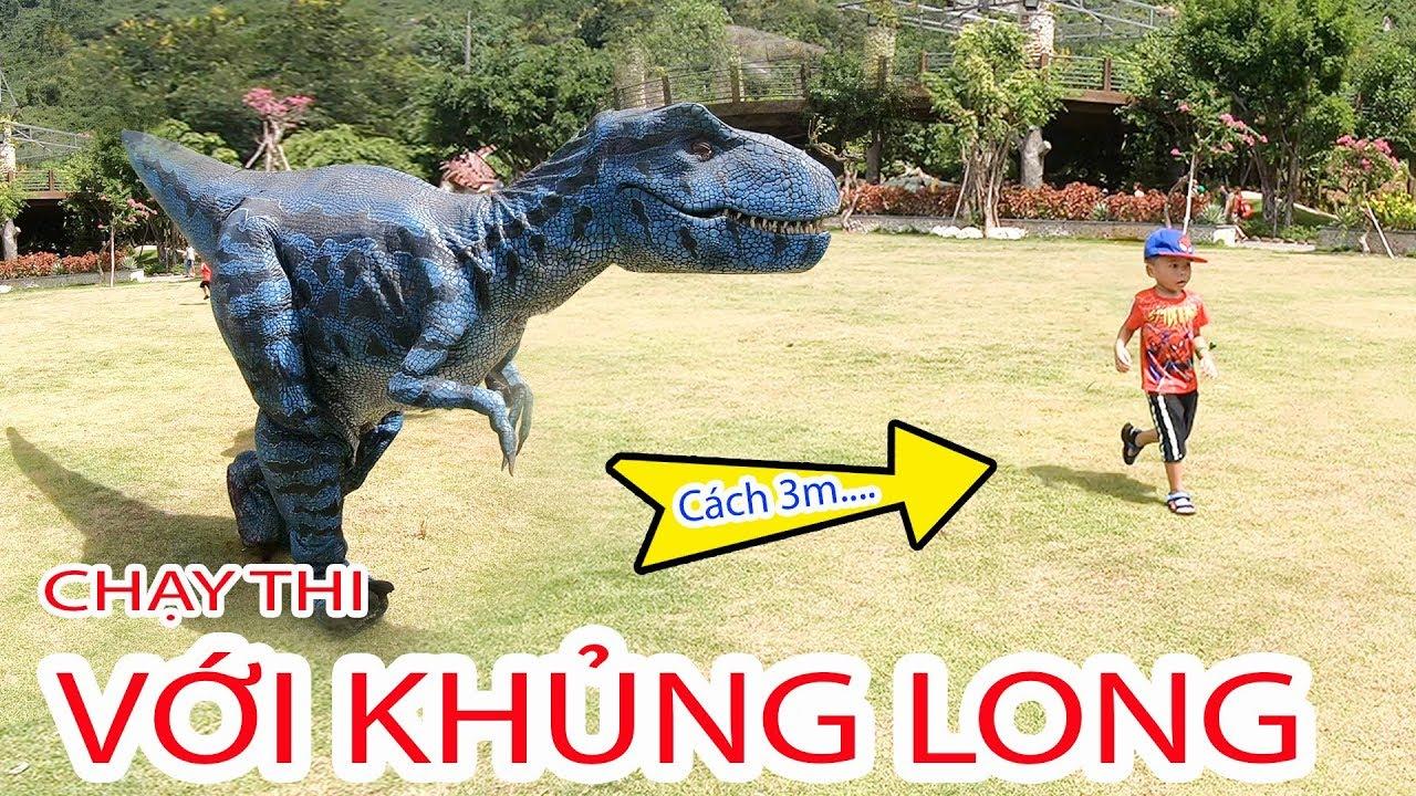 Bé Bún & Bé Bắp Chạy Thi Cùng Khủng Long | Run with dinosaurs toys