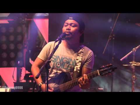 Payung Teduh - Kucari Kamu @ Synchronize Fest 2016 [HD]