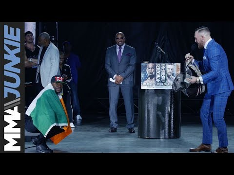Thumbnail: A flag, bagful of money set up thrilling face-off to end Mayweather vs. McGregor World Tour: Toronto