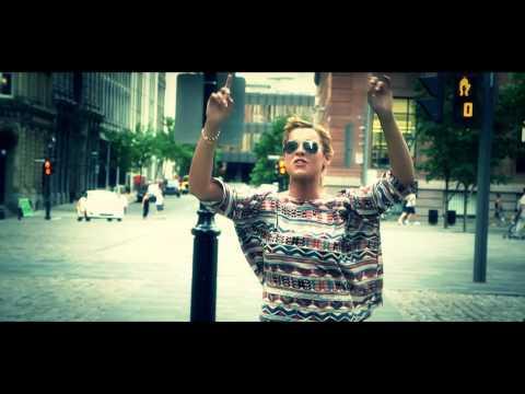 Chimène Badi - Celui qui chante (clip officiel)