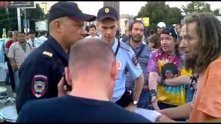 �������� ���� Разгон полицией уличных музыкантов на Арбате 10.07.2013 - 2 ������