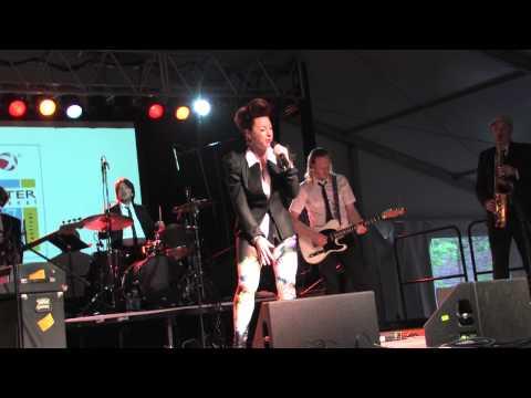 Robin McKelle & The Flytones