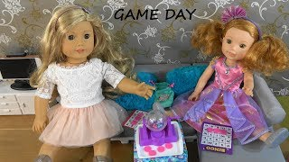 Tenny and Willa American Girl Dolls Living Room Decorating and Fun Game Day with Surprise Toys