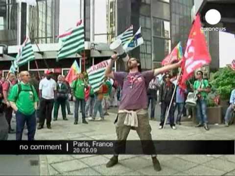 Italian workers protest in Paris