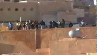 Repeat youtube video اعتداءات الإباضية على الجزائريين في غرداية - الحجارة تنهار على البيوت في حي المجاهدين من اعلى القصر