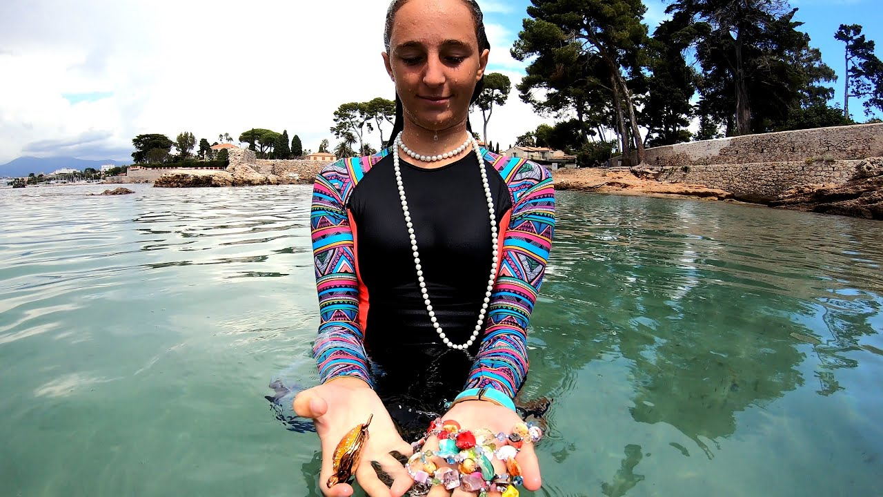 Carla Underwater Treasure Hunt in the sea&wakesurf