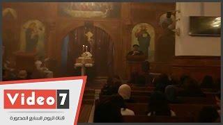 كاهن كنيسة العذراء خلال قداس