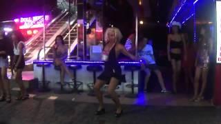 Пъяная в хлам русская девушка отжигает в Тайланде