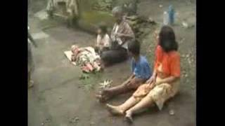 Download Video Gempa  Bantul - Yogyakarta 27 Mei 2006 bag.3 didusun Telan MP3 3GP MP4