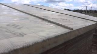 видео чем покрыть крышу сарая дешево