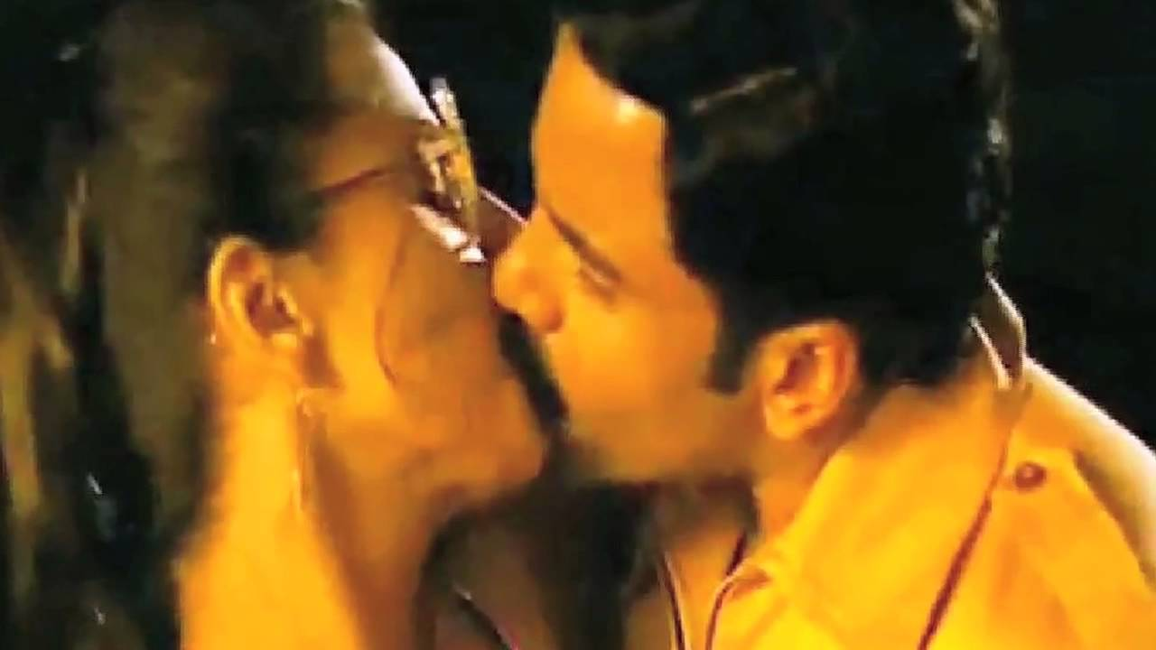 Vidya Balan Hot Kissing Videos