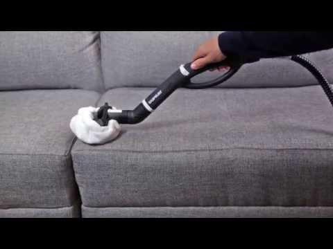 Verwendung eines Dampfreinigers zur Reinigung eines Polstersofas