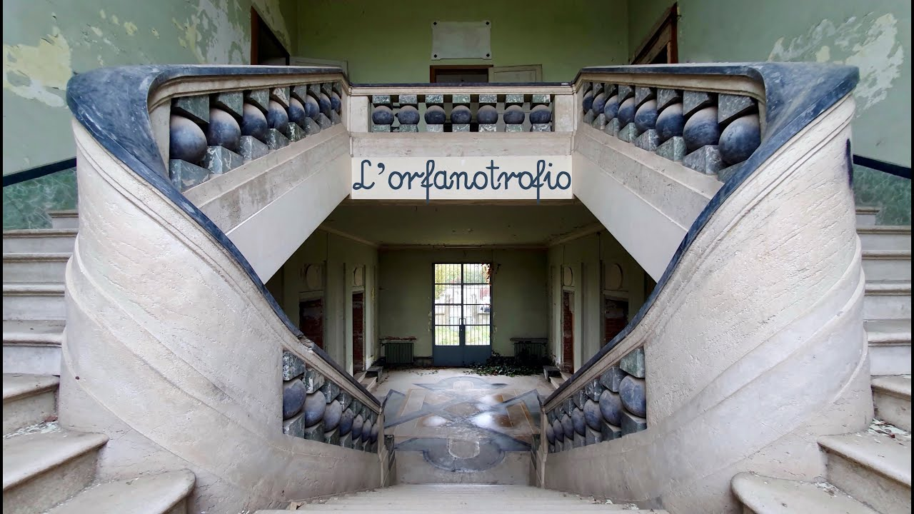 LA SPLENDIDA SCALINATA DELL'ORFANOTROFIO ABBANDONATO