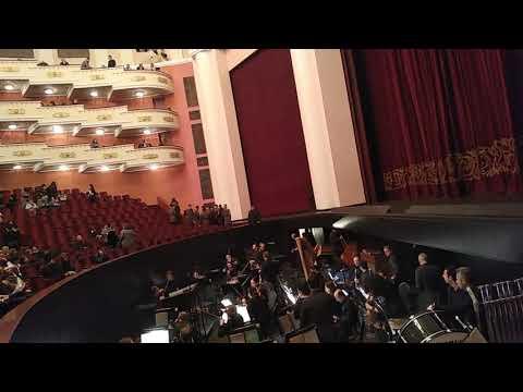 City-break в Ереване. Театр оперы и балета.