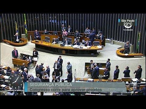 Políticos têm um mês para renunciar aos mandatos e disputar eleições   SBT Brasil (07/03/18)