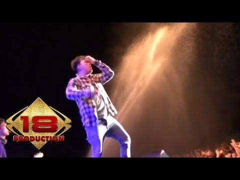 Repvblik - Rude,Selimut Tetangga (Live Konser Majalengka 5 April 2015)