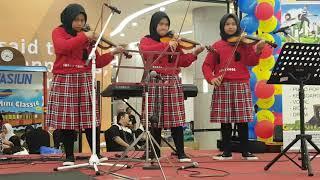 Gambar cover Medley Es Lilin dan Ayam Den Lapeh - Naara Violinist (Resinda Park Mall)