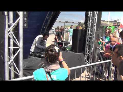 Estiva playing Nalin & Kane - Beachball (DBN Remix) @ Luminosity Beach Festival 2012 Part 2