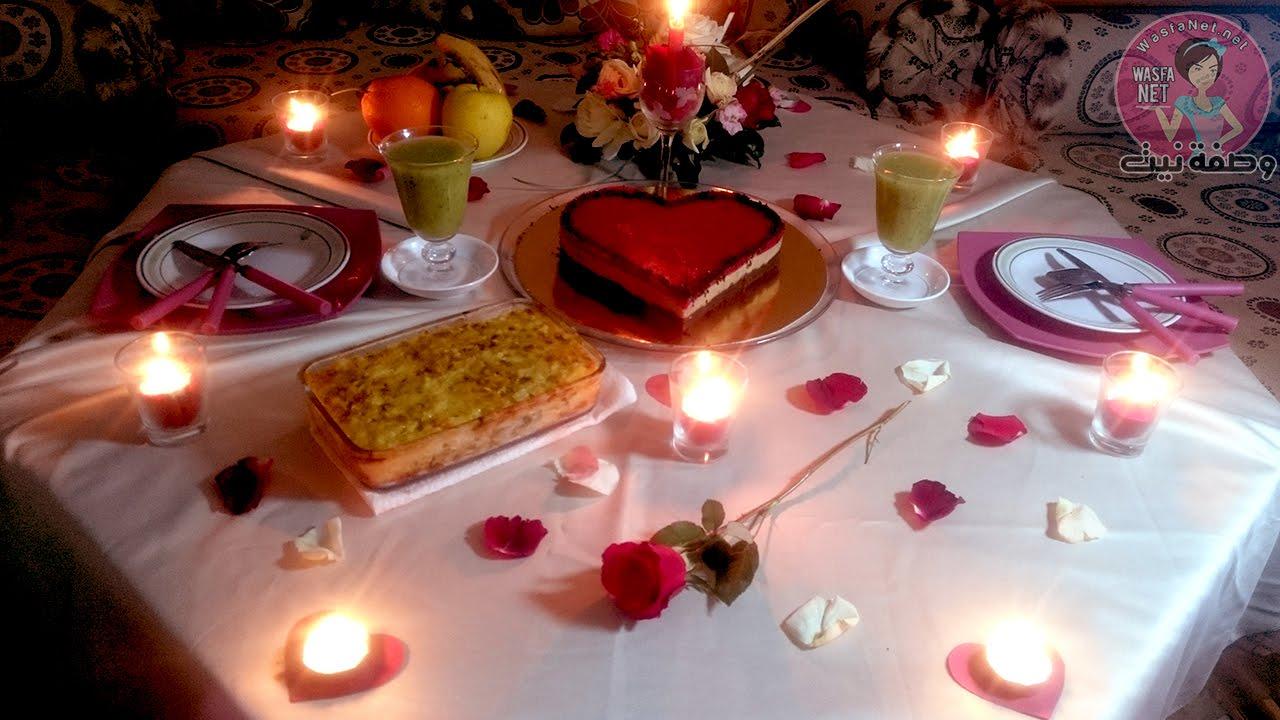 فكرة لتحضير مائدة عشاء رومانسية كيك على شكل قلب و الكراتان Table Decorations Decor Candles