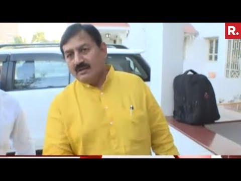 Gujarat Congress Chief Bharatsinh Solanki Manhandles Republic TV
