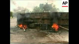 Borneo: Attack: Dayak protesters attacked home of a local police chief. - Stafaband