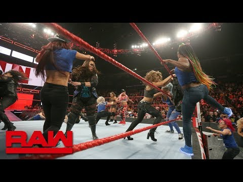 Becky Lynch leads a SmackDown Women's invasion: Raw, Nov. 12, 2018